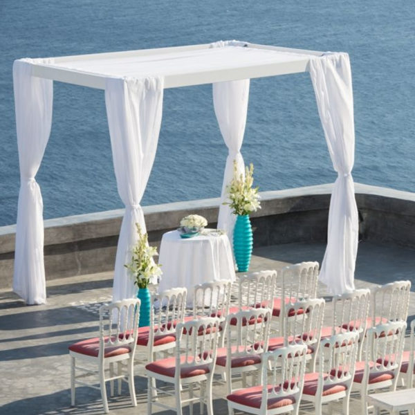 Pergolas and arches for your Santorini wedding