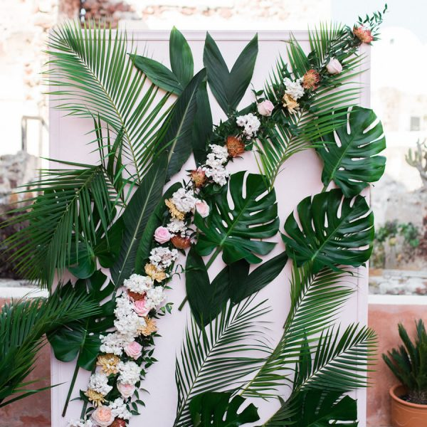Photo booths and backdrops for your Santorini wedding